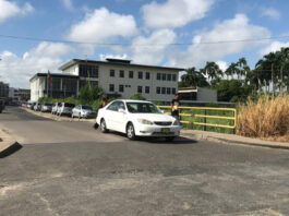 Surinaamse politie pakt overlast bezorgende travestieten aan
