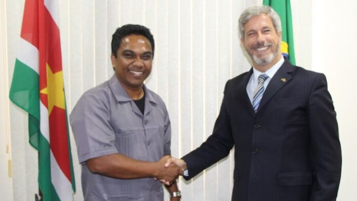 Braziliaanse ambassadeur in Suriname bezoekt minister Noersalim