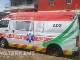 Ambulance belandt op zijkant bij ongeluk in Suriname