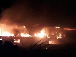 Korps Brandweer Suriname uitgerukt voor grote brand in Nickerie