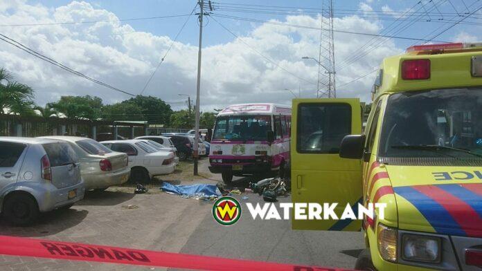 Dode bij aanrijding in Suriname tussen bus, personenauto en bromfiets
