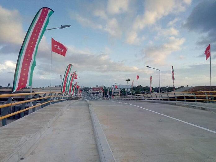 President van Suriname opent brug over Saramacca Kanaal te Beekhuizen