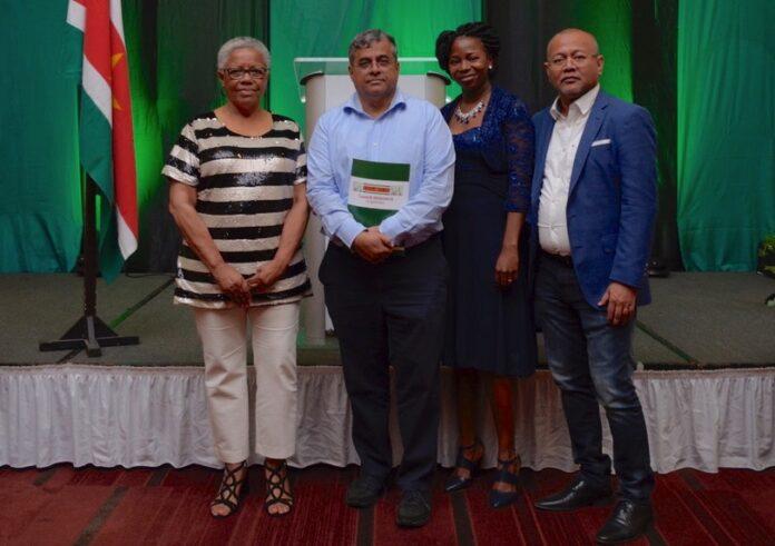 Dekosur wil zesdelige encyclopedie van 1.000 pagina's per deel over geschiedenis Suriname uitbrengen