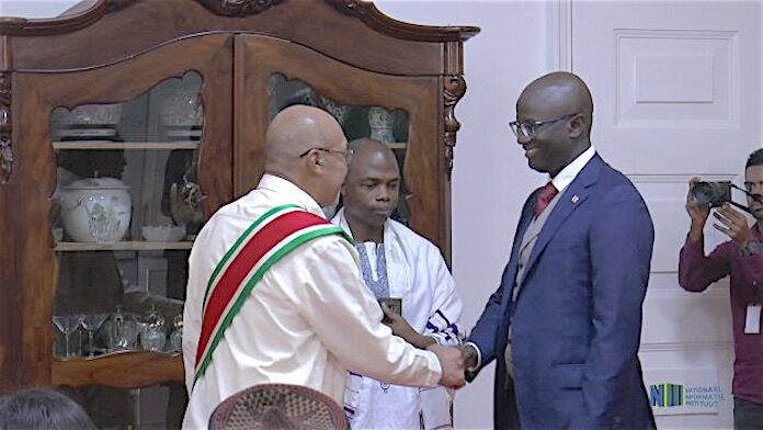 Ambassadeur Jones buigt zich over vraagstukken Guyana - Suriname