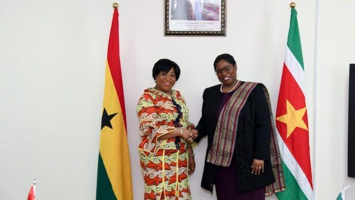 Suriname en Ghana bespreken verdieping van bilaterale relaties