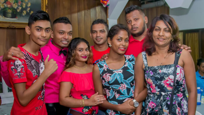 Toneelgroep brengt Natak 'Hasti Masti' uit Suriname naar Nederland