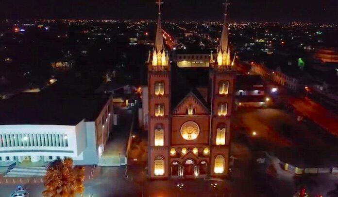 VIDEO: Kathedraal in Suriname voorzien van led-verlichting