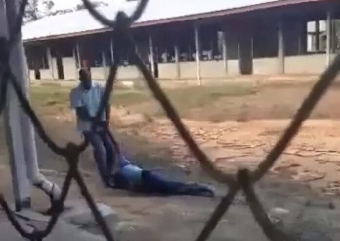 dWT: 'Leerkracht die leerling over schoolerf sleepte moet zich melden bij de politie'