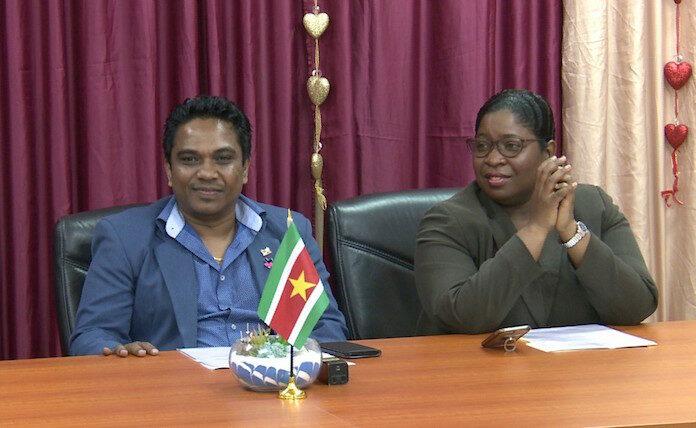 Suriname krijgt speciaal 'One Stop Window' voor burgerzaken Surinamers in diaspora