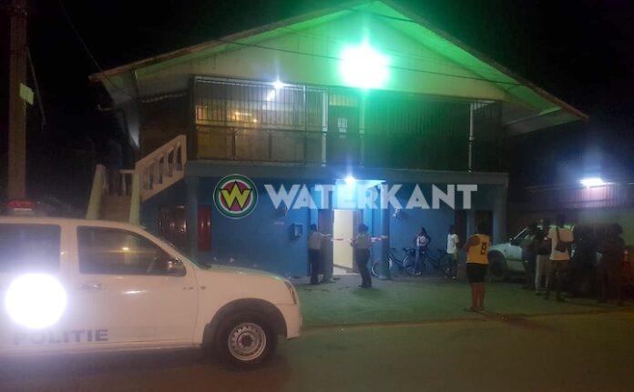 Man in woning overleden na steekpartij in Paramaribo-Noord