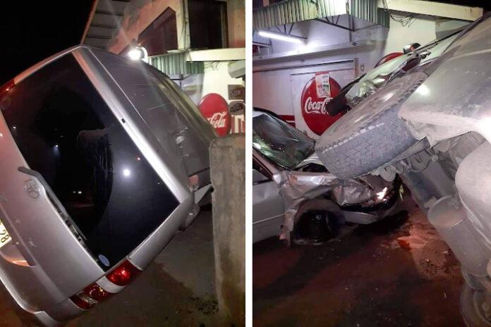 Flinke schade bij aanrijding in Suriname tussen busje en personenauto