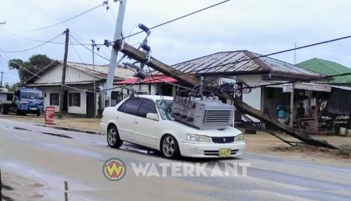 Eigenaar van door trafopaal beschadigde auto krijgt 3.000 USD van EBS