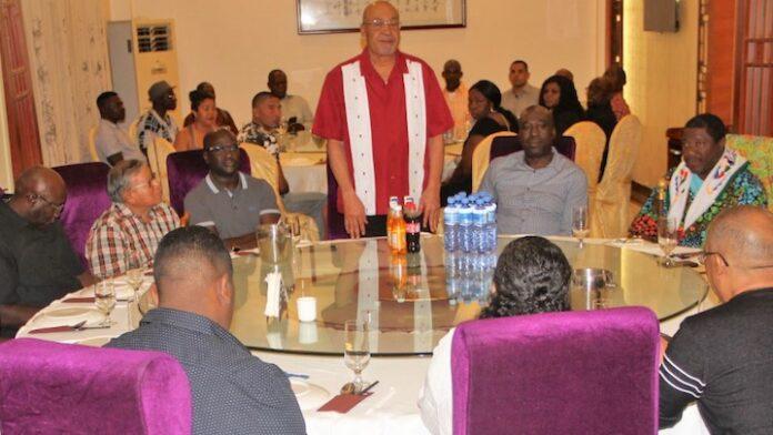 Bouterse dineert met traditioneel gezag van heel Suriname