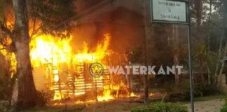 Bewoners dakloos na felle brand in houten woning