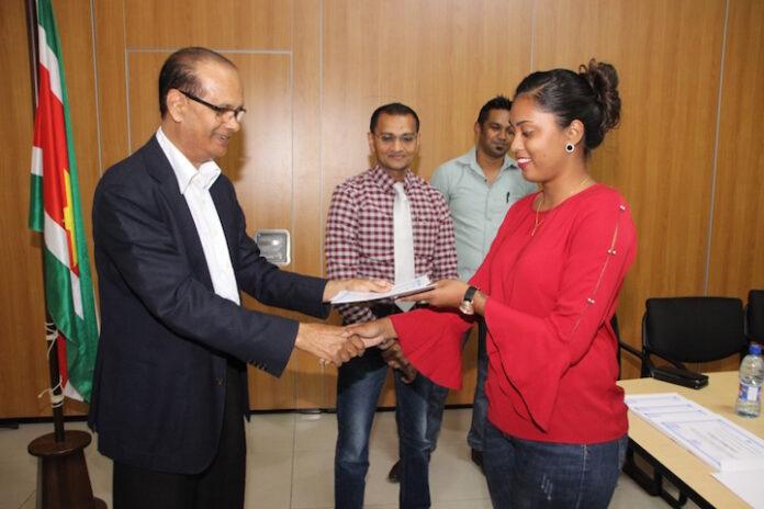 Landbouw voorlichters in Suriname krijgen certificaat