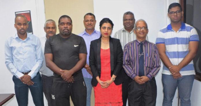 Nieuw interim bestuur Dambond Suriname op bezoek bij minister
