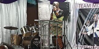 Dankdienst minister Misiekaba vanwege pas pas verkregen ministersambt
