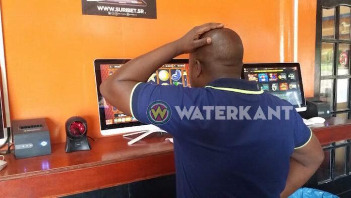 Ministerie wil einde aan gokken bij buurtwinkels in Suriname