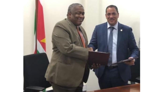 Minister van Financiën en Governor CBvS gaan samenwerking aan