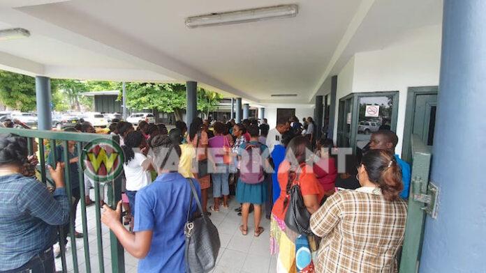 Leerkrachten naar DNA Suriname om petitie aan te bieden over veiligheid scholen