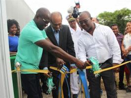 Opening biotechnologie bedrijf in Suriname dat plantmateriaal maakt