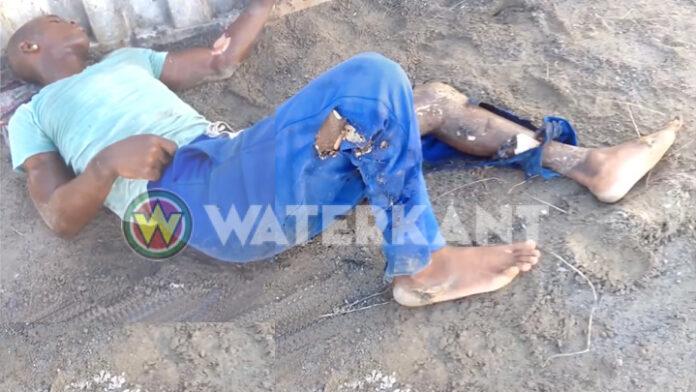 VIDEO: Man gewond na ongeluk met elektriciteit in Suriname