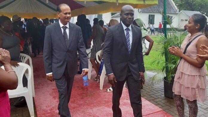 'Akiemboto wilde geen minister worden omdat hij zijn vrouw had geslagen'