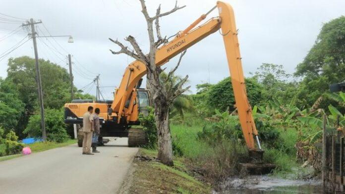 Ontwateringswerkzaamheden in Paramaribo vanwege wateroverlast Suriname