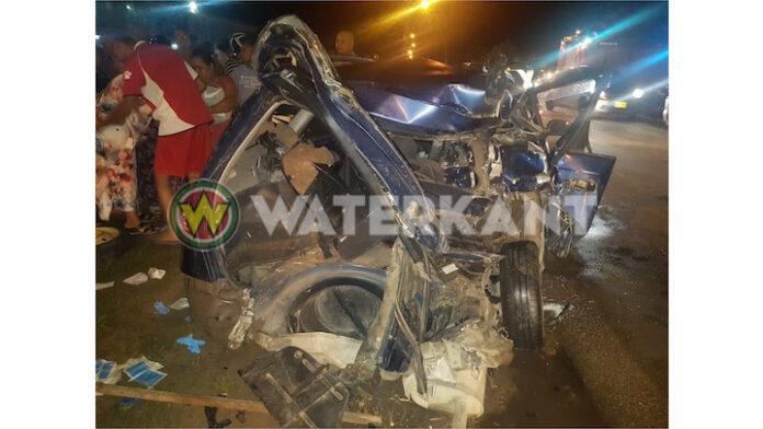 Pickup- rijdt personenauto van achteren aan, drie gewonden