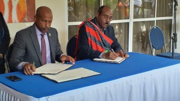 Premier Browne tekent overeenkomst met Caribisch Ontwikkelingsfonds tijdens staatsbezoek in Suriname