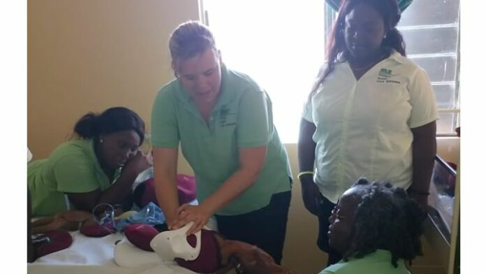Bijscholing Gezondheidszorg Assistenten Boven-Suriname m.b.t. zwangerschap en bevalling