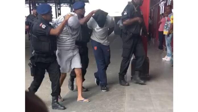 VIDEO: In Suriname aangehouden mannen uitgeleverd aan Nederland