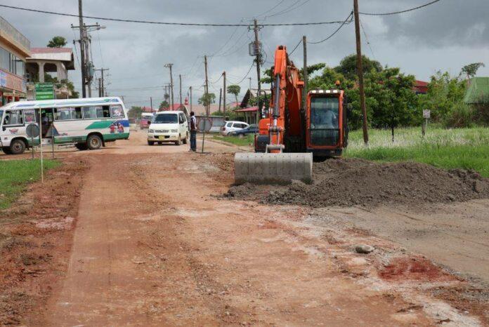 Project Herinrichting Nieuw Weergevondenweg in Suriname vordert