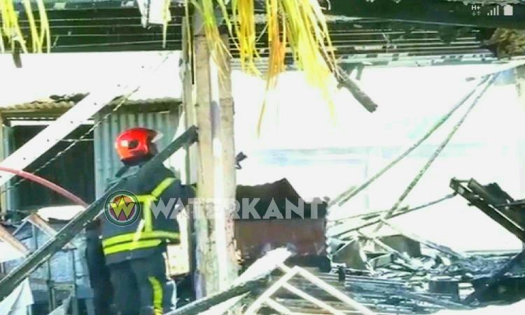 Gezin van zeven dakloos door felle brand in Suriname