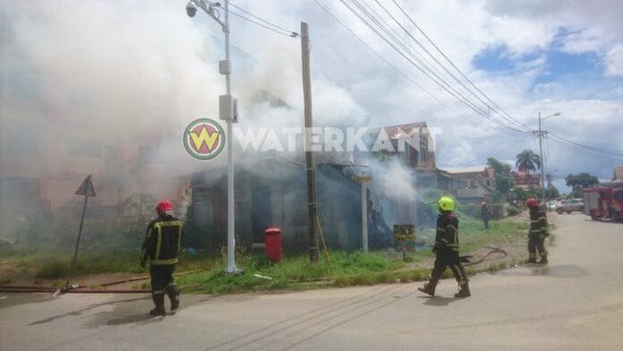 Onbewoond pand in Paramaribo in brand