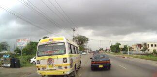 Chauffeur die met PL bus over fietspad Indira Gandhiweg reed vast
