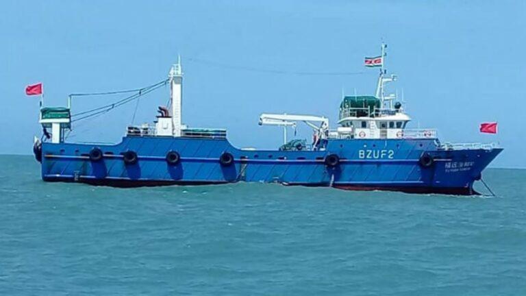 Kustwacht en LVV houden Chinese trawlers in de gaten