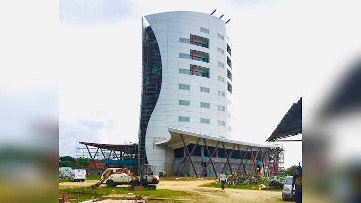 Hoogste gebouw in Suriname begint vorm te krijgen