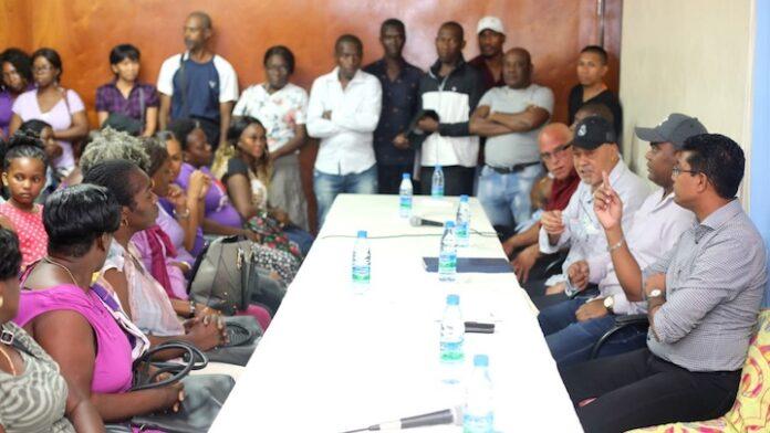 Regeringsdelegatie o.l.v. president van Suriname in Marowijne