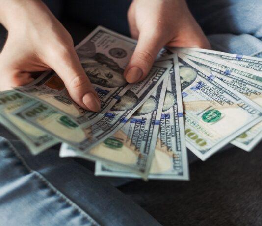 Banken mogen houders valutarekening niet weigeren vreemde valuta op te nemen