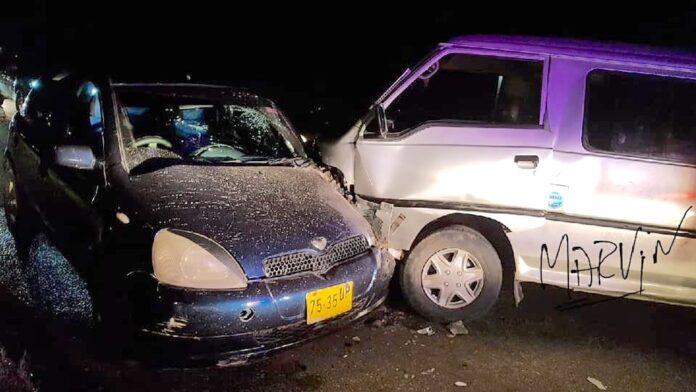 Man rijdt auto aan, verlaat plek en laat eigen voertuig en slachtoffers achter