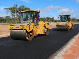 Eerste asfaltlaag op Nieuwe Highway in Suriname aangebracht