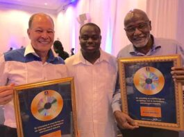 Uitreiking Achievement Awards bij lancering TrackDrip in Suriname