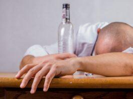 Man blaast vier maal toegestane alcoholpromillage en verliest rijbewijs