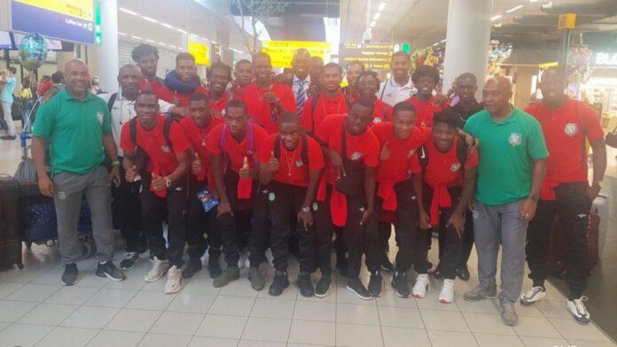 Nationaal voetbalelftal Suriname aangekomen in Nederland