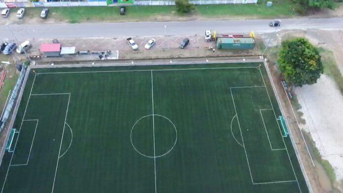 Voetbal veteraan valt dood neer tijdens wedstrijd in Suriname