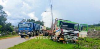 Aanrijding tussen twee trucks op Oost-West verbinding in Suriname