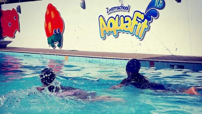Nederlanders runnen al jaren succesvolle zwemschool in Suriname