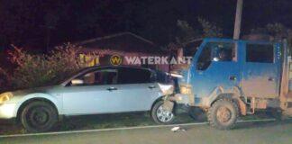 Dubbel cabine pick-up ramt personenauto van achter