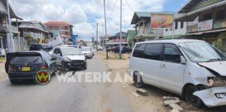 Drie voertuigen betrokken bij aanrijding in Paramaribo